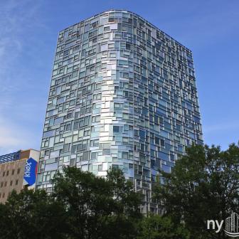Nouvel 100 11th Avenue and its unique front