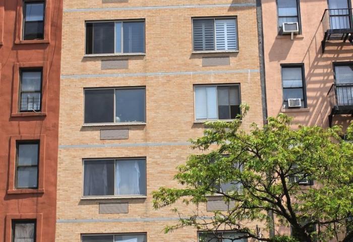 698 Tenth Avenue Building
