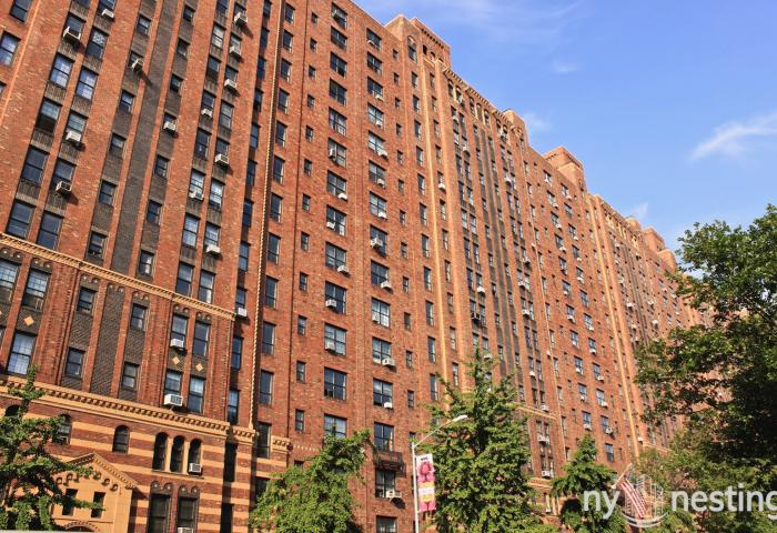 London Terrace Garden 435 West 23rd in West Chelsea