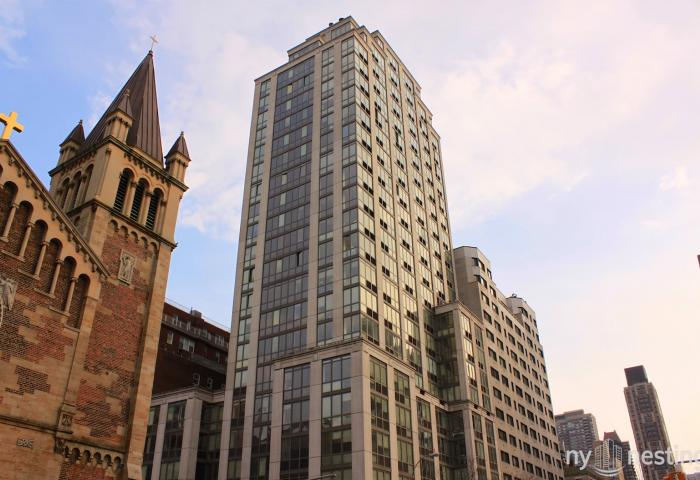 The Pearl 400 East 66th St