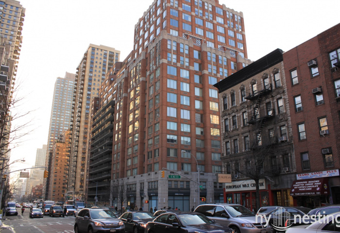 Wellington Tower 350 East 82nd Street Luxury Property