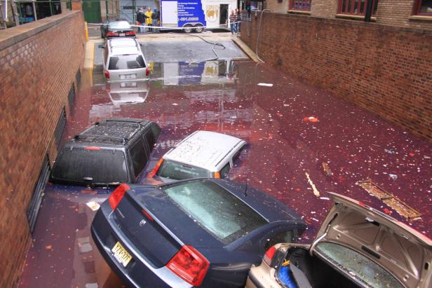 Floating_cars_after_hurricane_sandy_hit_Manhattan