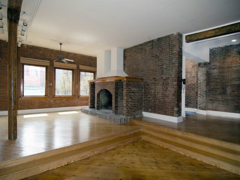 "Yoko Ono Tries Again To Sell Her ""Stable"" Home"