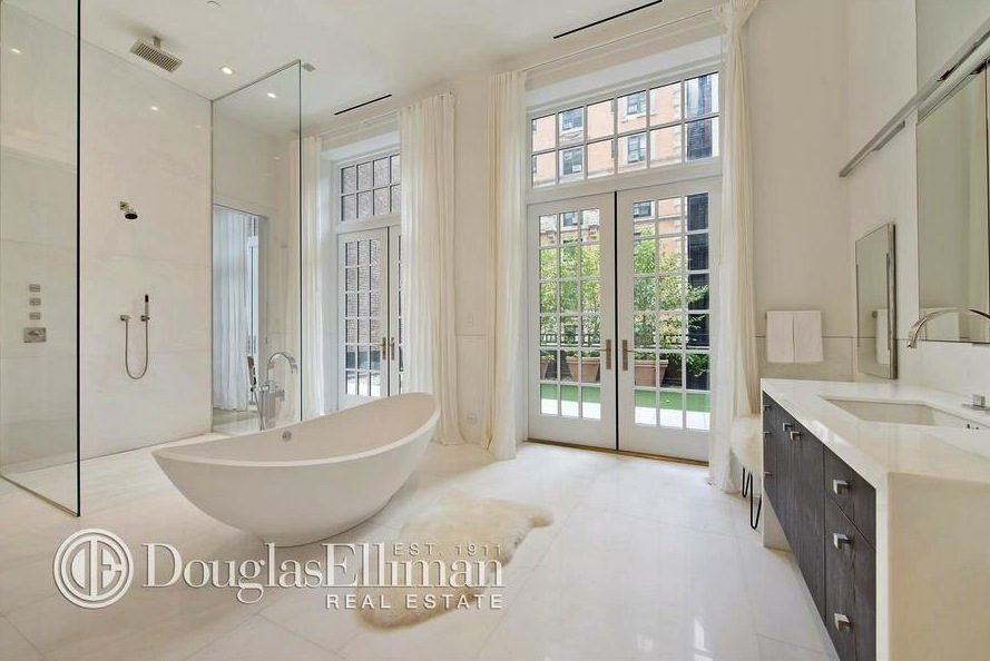 Jennifer lopez purchases new york apartment for 20m ny for Bathrooms in nyc