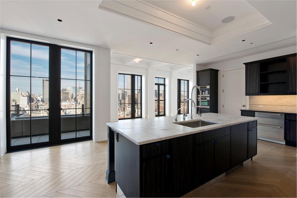 47 5m Walker Tower Penthouse Finds Buyer Manhattan News